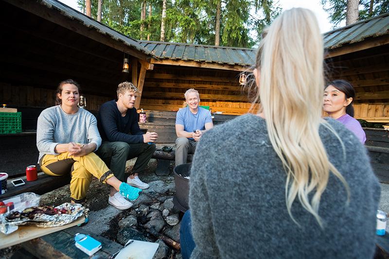 Kollegaer samlet til firmaevent på Sjælland.