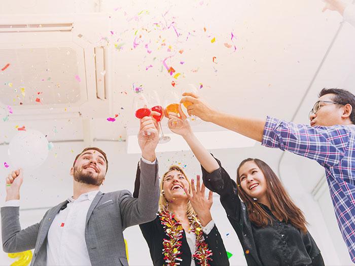firmafest med fire glade mennesker