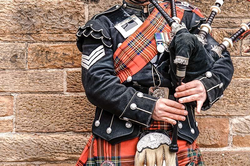 Skotsk teambuilding med sækkepipe